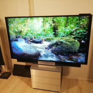 Beovision Avant 55 4K with Table Stand
