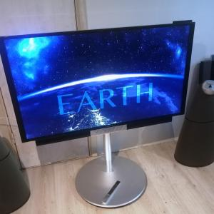 Beovision Avant 55 with Floor Stand