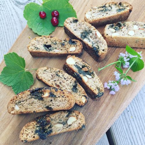 Salmiakkola-biscotti