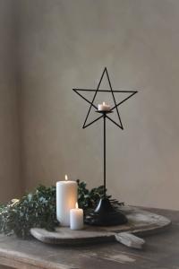 Majas, Stående Stjärna på fot