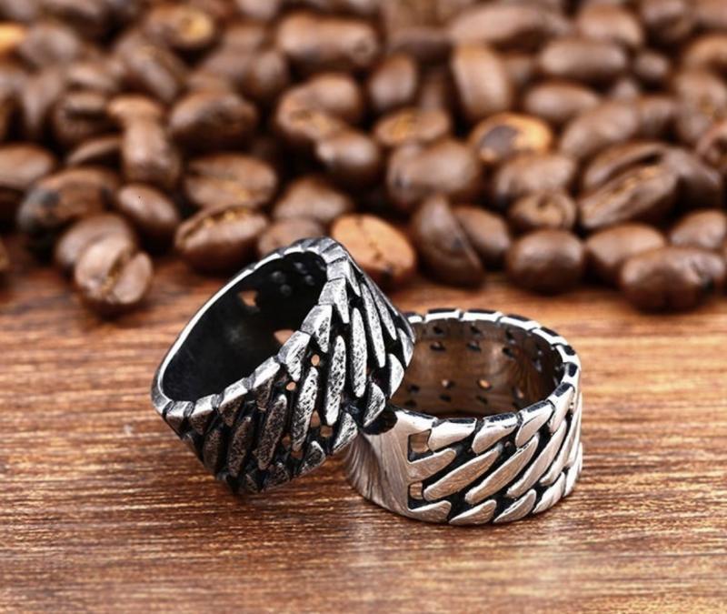 Ring Twisted, i rostfritt stål,  2 färger
