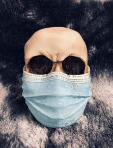 Döskalle Dekoration med munskydd