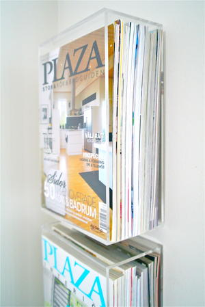 Plexihylla för tidningar