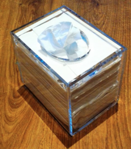 Servettställ i akryl, snyggt och stilrent efter servettens mått