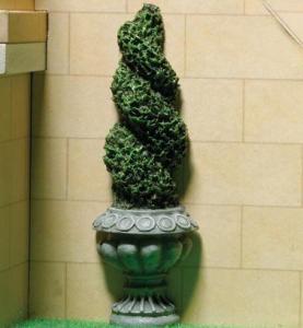 Grön figurklippt växt i stilig kruka - att sätta mot vägg
