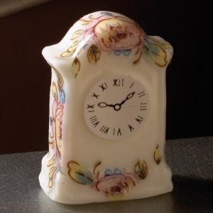 Klocka bordsur porslin med blomdekor