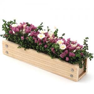Blomlåda / balkonglåda, prunknar av blommor
