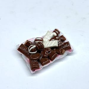 Godis chocolate on plate D