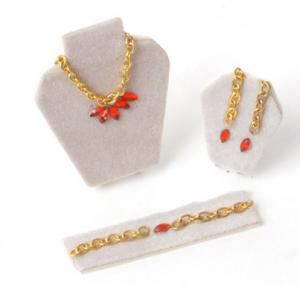 Smycke-set på ställ