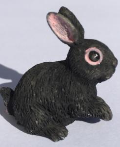 Kanin svart sittande