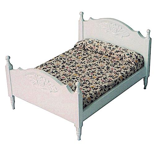 Dubbelsäng säng i vitlackerat trä