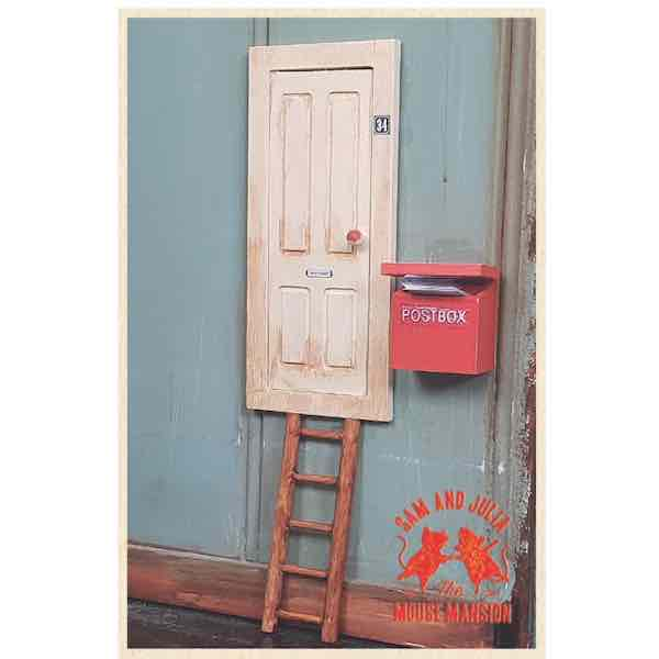 Mus Dörr, stege, brevlåda