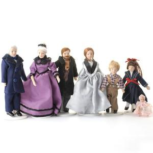 7 st dockor hel familj sekelskifte gammeldags stil