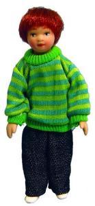 Barn pojke med randig tröja och jeans