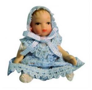 Baby i blå kläder ca 5cm