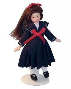 Barn flicka i sjömansklänning