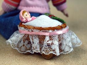 Dockvagn med docka