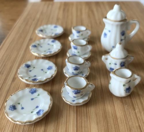 17 delar kaffeservis blå blom guld