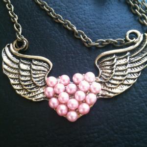 Hjärta med vingar rosa pärlor