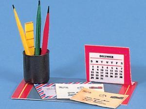 Skrivbordsset pennor, brev, kalender