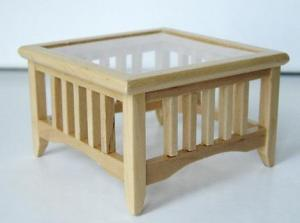 Bord soffbord i ljust trä glasskiva