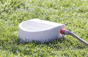 Vattenautomat för trädgårdsslang, 1.5 l / 24 x 10 x 23 cm, vit