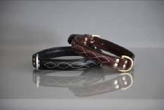Eckers läderhalsband med vit dekorsöm svart