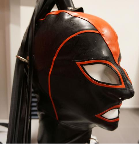 Latex Hood De Luxe