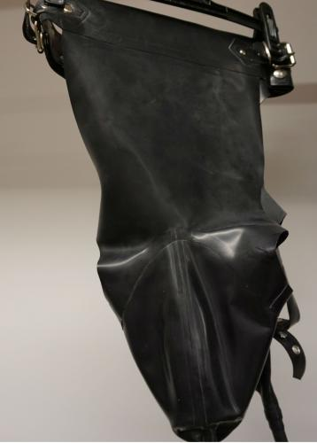 Latex Piss panty med inbyggd analdildo