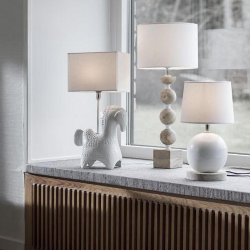 Viola- lamphäst i vitt