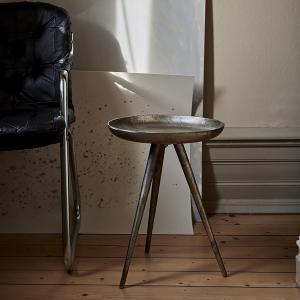 Mindre sidobord i metall -  trebent bord i två storlekar