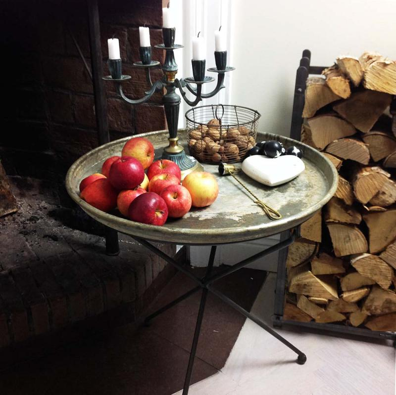 Trebent bord med ruff yta, lite shabby chic
