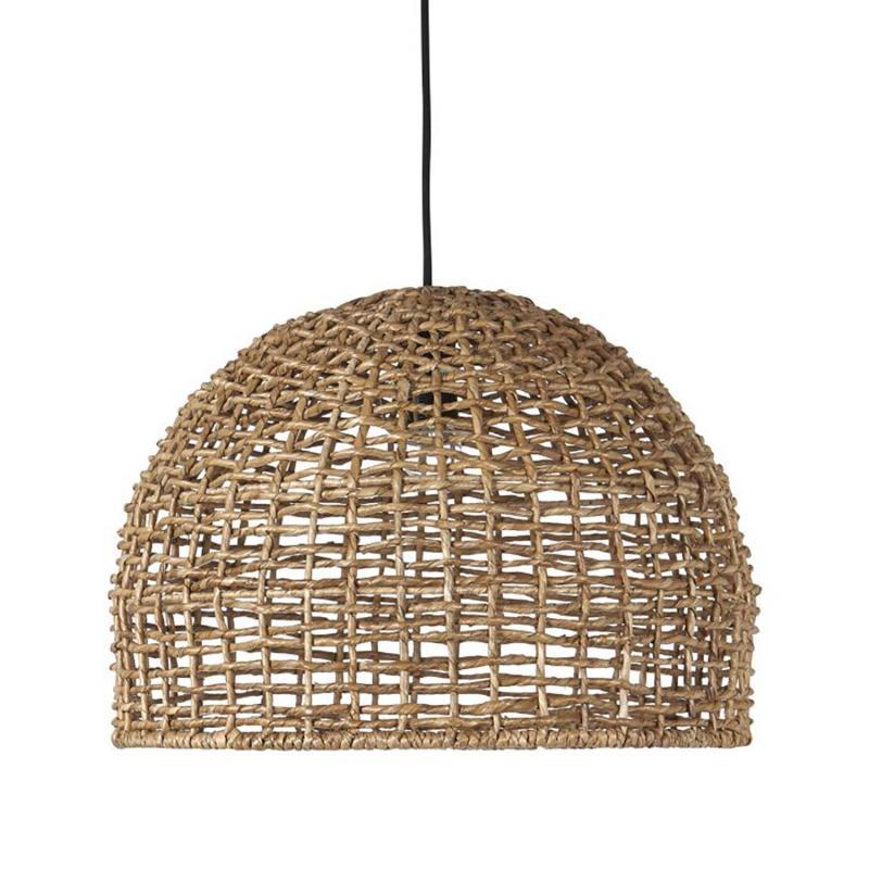 nätlampa i naturmaterial hänger över ett bord – rund