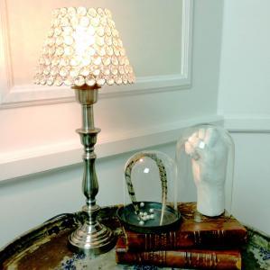 Glitterlampa på blank elegant  lampfot