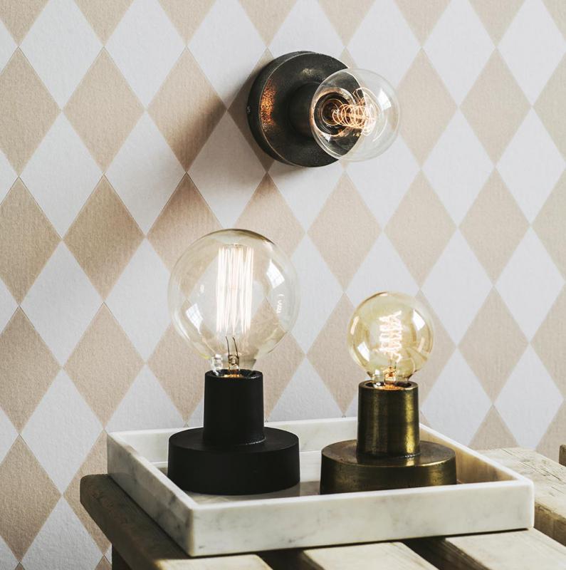 Lampa i matt svart - NOTICE lampfot