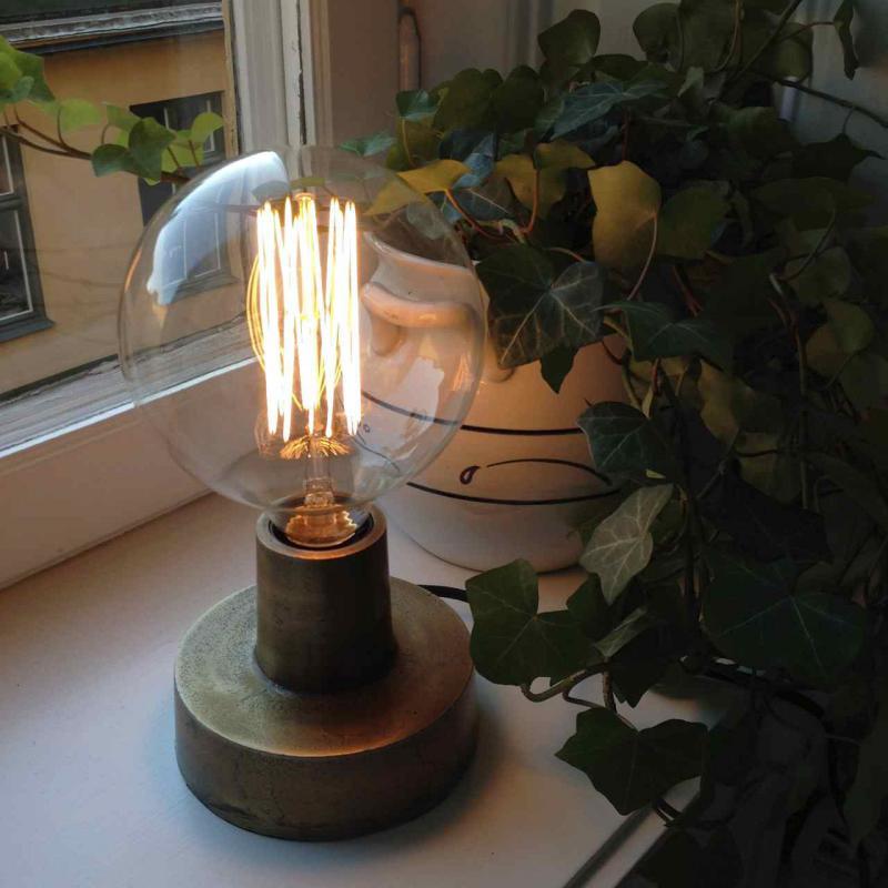 glödtrådslampa i mässing