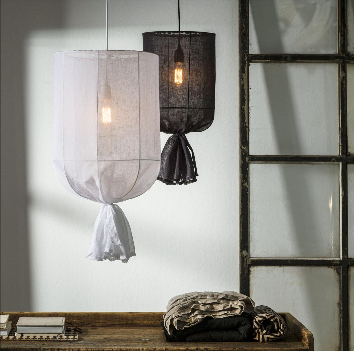 Liten SKIRA lampa, taklampa tyglampa PR Home sovrum