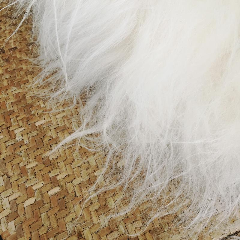 Långhårigt fårskinn - vitt ekologiskt lammskinn