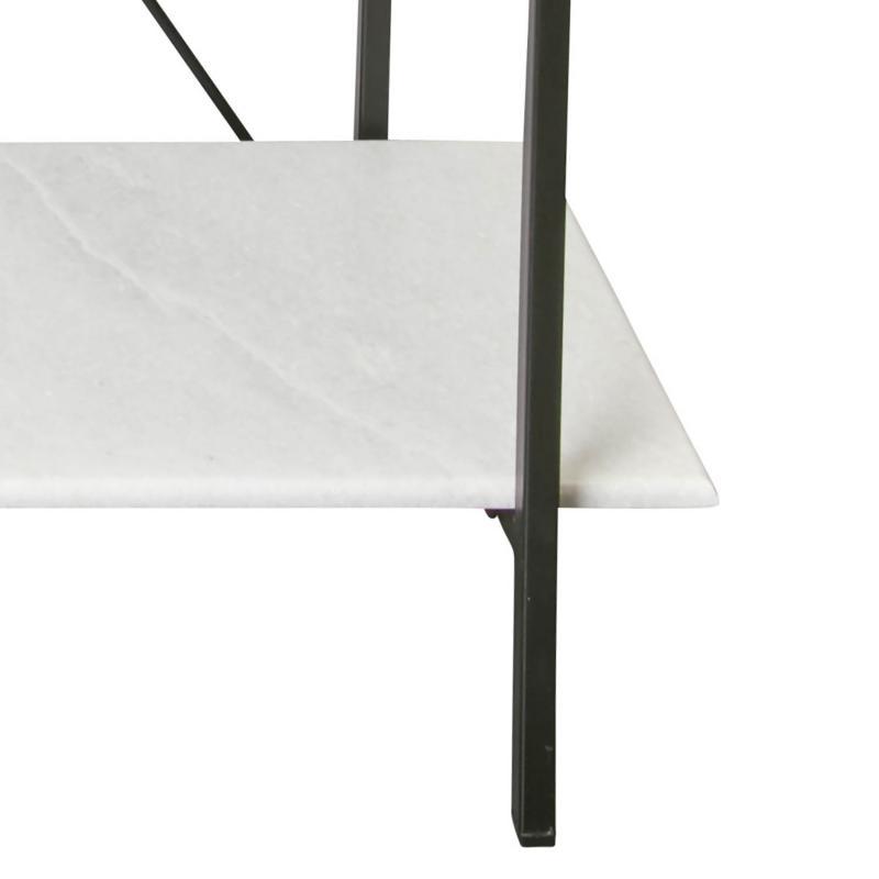 hylla med hyllplan i vit marmor