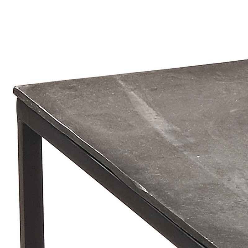 satsbord i metall – närbild av hörnan