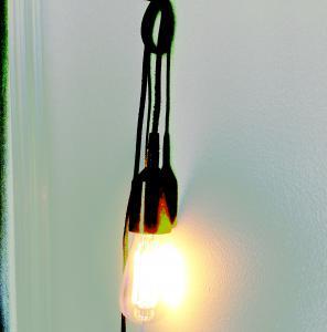 NOTICE - Lamphållare i silver - för gammaldags glödlampa