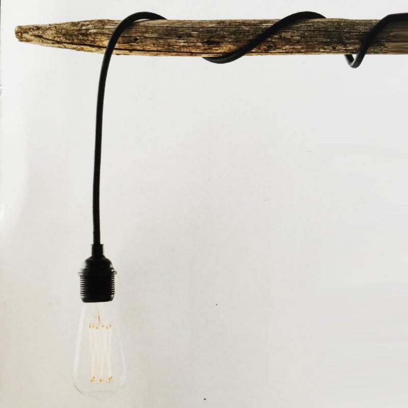 svart sladd för utomhusbruk med lamphållare