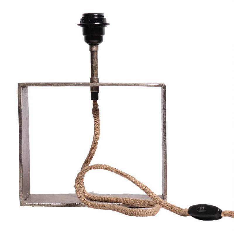 fyrkantig lampfot i råsilver industrilampa