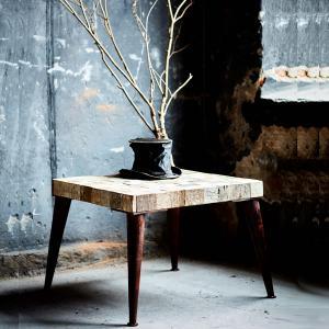 Avignon- Rustikt mIndre bord med träskiva