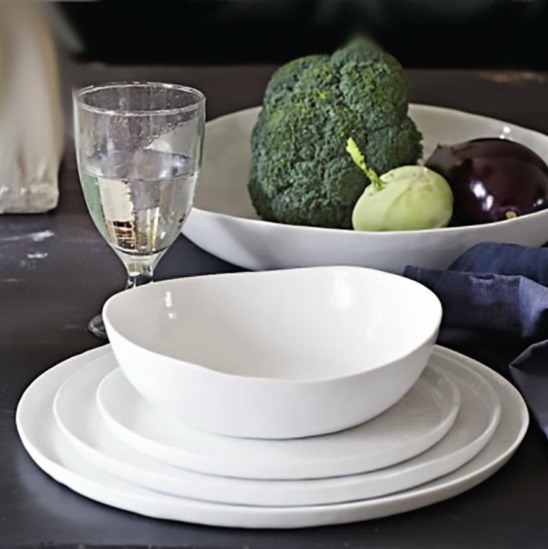 """Assiette & salladstallrik med kant i vitt porslin- """"Enkelhet"""""""