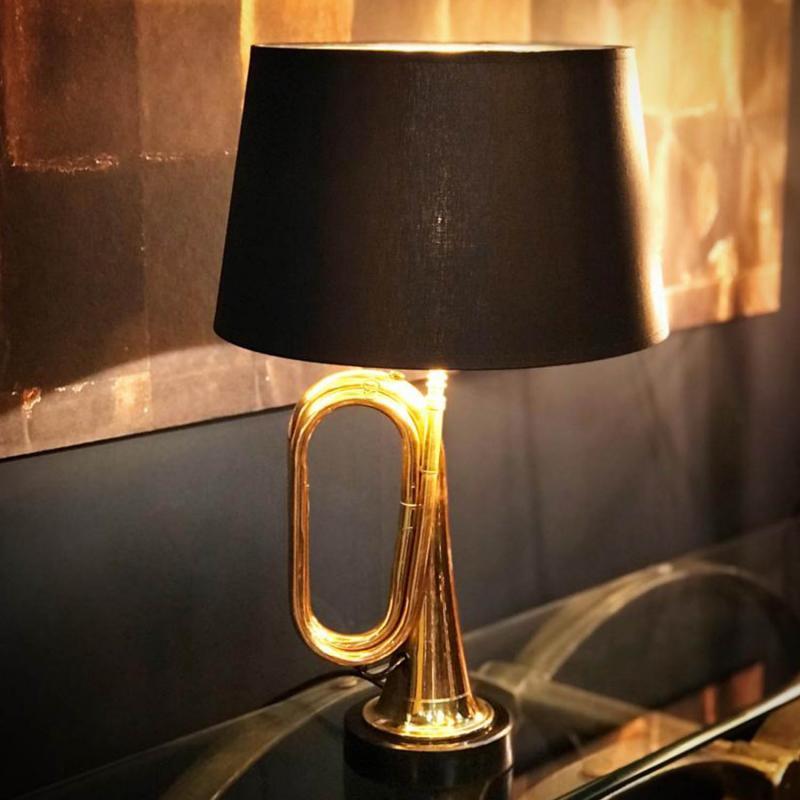 Small Hanover- Flygelhornslampa med svart skärm