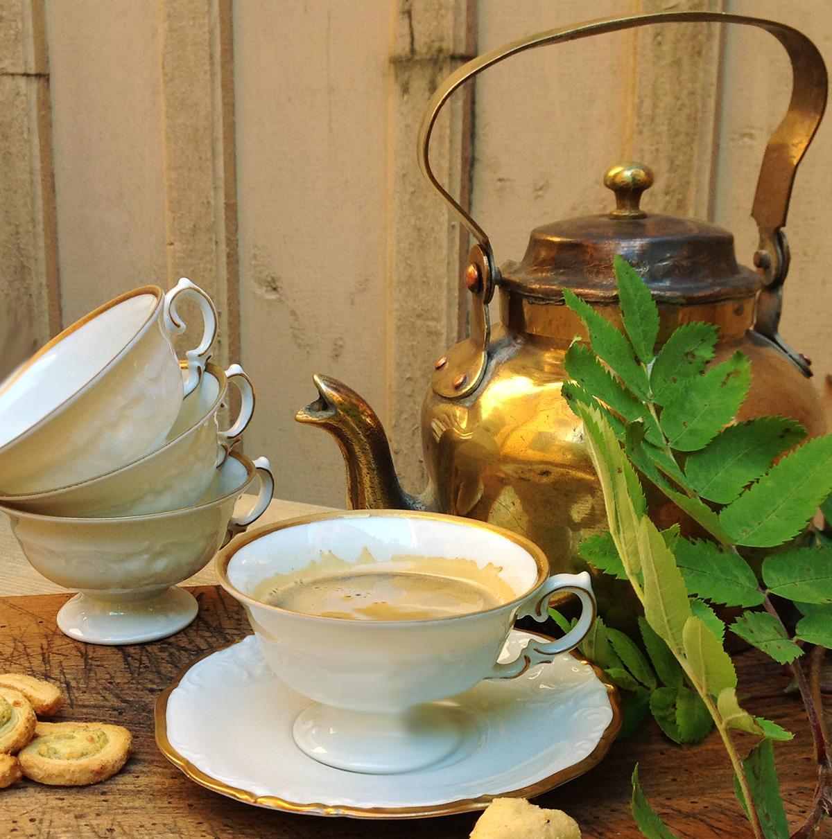 Kaffekopp och assiett med anor