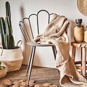 William från Affari. En stol i metall med klassisk design