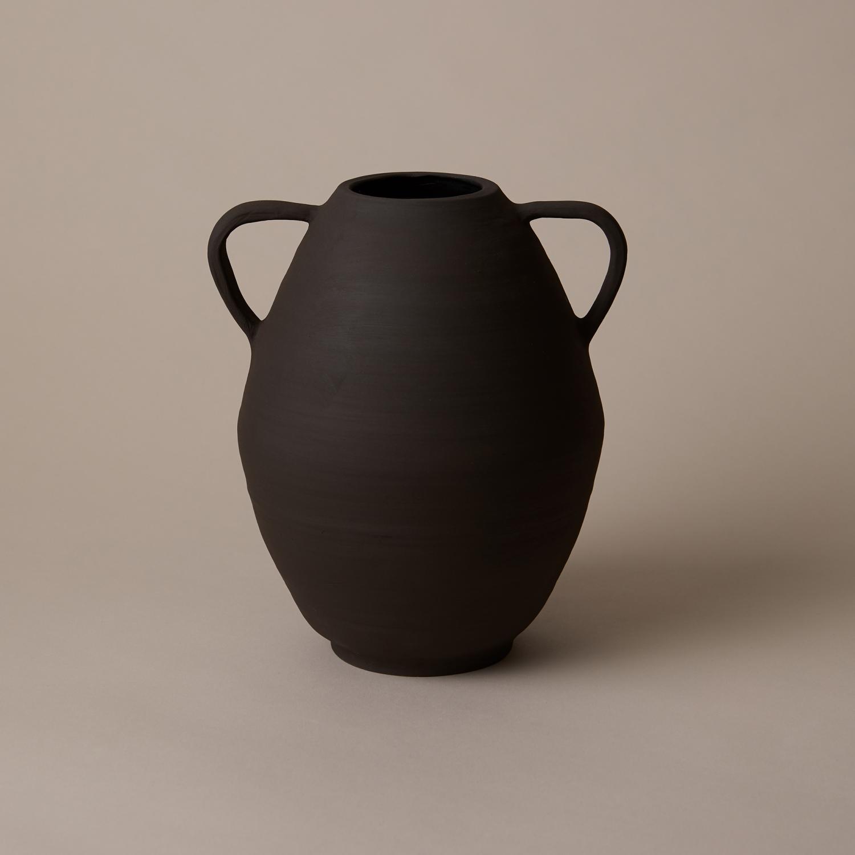 Black Soth vase, exclusive