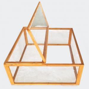 Trähage med gallertak fyrkant